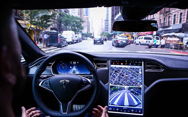 """特斯拉官网下架""""全自动驾驶""""选项,该功能目前任存危险"""