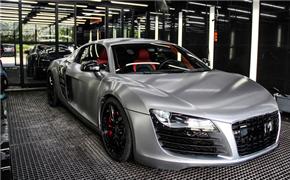 奥迪R8全车贴金属拉丝银膜搭配局部碳纤维车膜