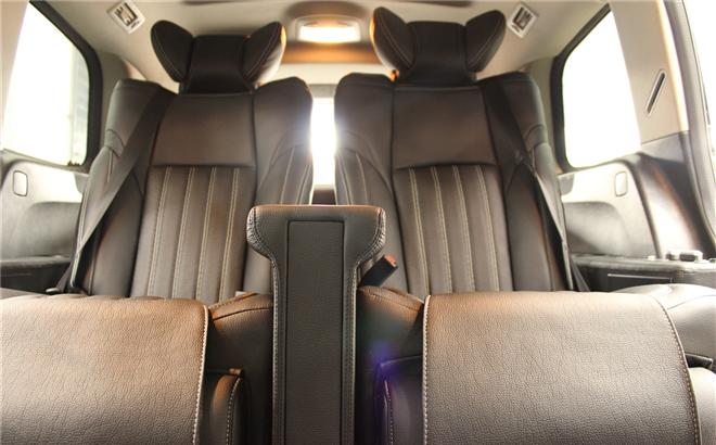 奔驰GL350改装真皮座椅,车内改装埃尔法航空座椅