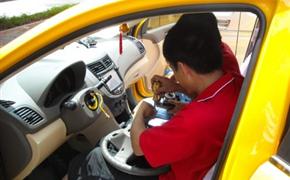 瑞纳改装多功能方向盘、音响升级作业