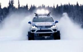 大众途锐Snowareg版雪地车飙速