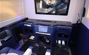 奔驰斯宾特改装舒适双色真皮内饰,加装头等舱航空座椅!