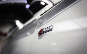 奥迪Q5L安装原厂32色氛围灯 加热方向盘 TMCC隐形车衣