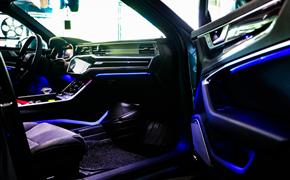 奥迪A6L安装原厂30色氛围灯
