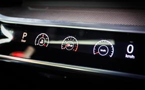 奥迪A6L原厂双层玻璃+副驾驶液晶仪表+全车3M玻璃膜+卡钳烤漆