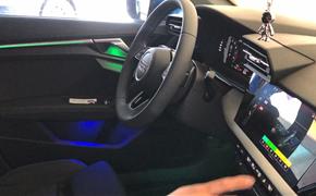 新款奥迪A3升级全套30色氛围灯,原车屏幕调节控制,还带呼吸自动变色功能,让生活充满色彩。