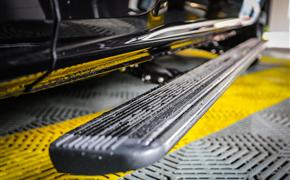 奥迪Q7安装电动踏板+后排遮阳帘